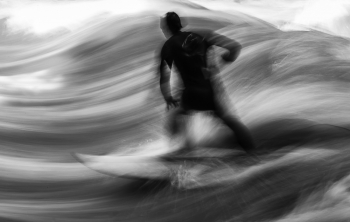 The Wave   ~  Riversurfing in the heart of munich  ~
