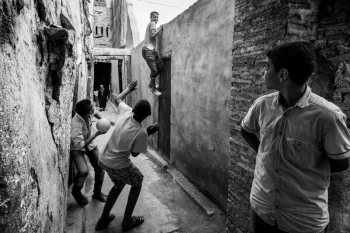 Playing in the ancient Medina (Fes, Morocco)