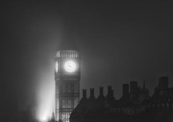 FOGGY NIGHT IN LONDON